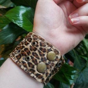 Jewelry - 90s cheetah print cuff bracelet